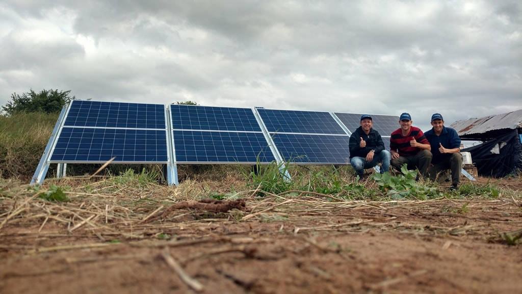 Cansado de no tener servicio eléctrico, un productor salteño montó un parque solar que incluso alimenta el riego por goteo
